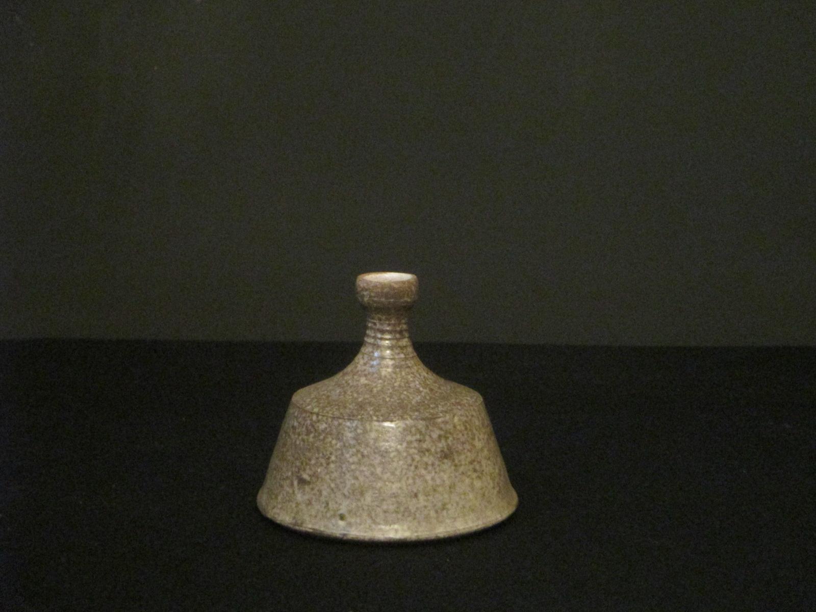 vase marron en terre cuit 1